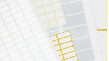 Mehrere übereinander liegende EDV-Etiketten auf Bogen in verschiedenen Größen