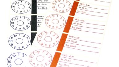 Rund Prüfetiketten mit Zahlenangaben zur Intervallprüfung
